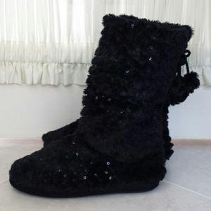 NWOT ladies size L (9-10) black slippers